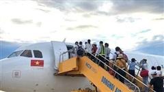 Các hãng hàng không điều chỉnh lịch bay do ảnh hưởng bởi bão số 9