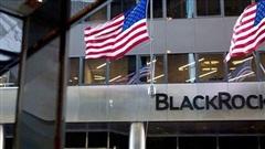 Trước thềm bầu cử Mỹ, quỹ quản lý tài sản lớn nhất thế giới mua, bán gì?