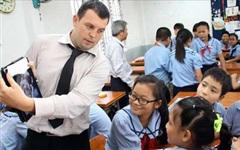 Làm gì để thực hiện đúng quy định liên quan đến lao động nước ngoài làm việc tại Việt Nam?