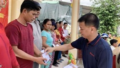 Tập đoàn Sơn Hà phối hợp với công an tỉnh Thừa Thiên- Huế cứu trợ người dân vùng lũ