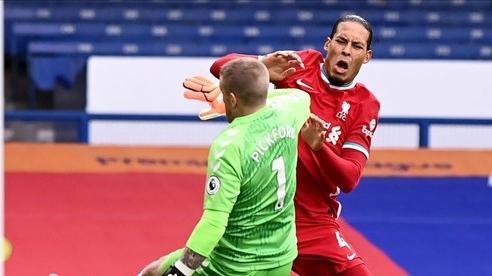 MU khó có cửa Cúp C1, thủ môn Pickford bị dọa giết