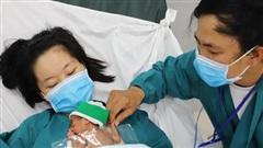 Sự hồi sinh kỳ diệu của bé gái sinh non nặng chỉ 700gram