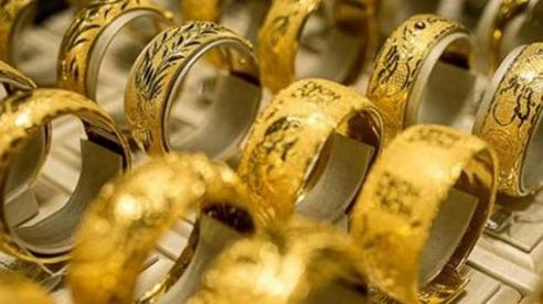 Giá vàng hôm nay 28/10: Niềm tin suy giảm, vàng tăng trở lại