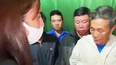 Vợ chồng cụ ông được ca sĩ Thủy Tiên tặng 200 triệu đồng:  'Chúng tôi đã mang toàn bộ số tiền trả ngân hàng, mọi người đừng nói gì mà tội cô Tiên'