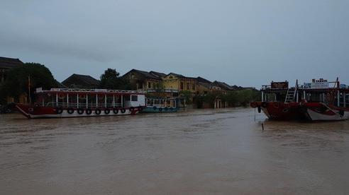 Tin lũ khẩn cấp trên sông Vu Gia, cảnh báo lũ quét, sạt lở đất và ngập úng từ Hà Tĩnh đến Bình Định