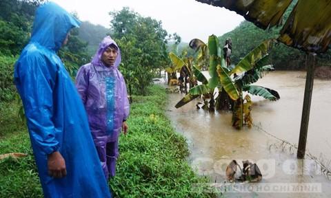Thuỷ điện lại tự tích nước trong mưa bão, phớt lờ cảnh báo của chính quyền