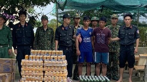 Bắt giữ 2 đối tượng vận chuyển hàng lậu từ Campuchia về Việt Nam