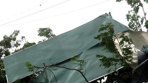 Bão số 9 gây mưa rất lớn, hàng trăm ngôi nhà bị tốc mái