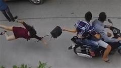 Bắt giữ 2 nghi phạm giật túi xách khiến người phụ nữ ngã đập mặt xuống đường