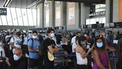 Sân bay Heathrow mất 'ngôi vương' vì COVID-19