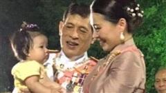 Cách đáp trả của Hoàng hậu Suthida khi bị đồn 'lép vế' về hình ảnh trước Hoàng quý phi