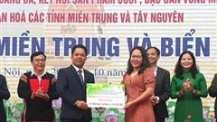 Trao tặng gần 650 triệu đồng cùng nhiều hiện vật cho quân, dân huyện đảo Trường Sa