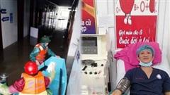 Bệnh viện khu vực miền Trung căng mình chống bão lũ, cầm cự lo máu điều trị