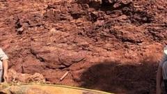 Quảng Trị: Mưa lũ làm xói lở đất đá, phát lộ nhiều quả bom đạn 'khủng'
