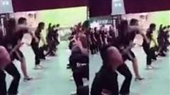 Công ty bắt nhân viên quỳ dưới đất, tự tát liên tiếp vào mặt