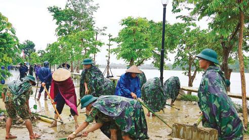 Nỗ lực giúp dân khắc phục hậu quả lũ lụt