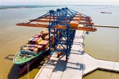 Việt Nam xuất siêu 18,22 tỷ USD trong 10 tháng