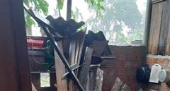 Hàng trăm nhà dân ở 2 huyện miền núi ở Huế bị tốc mái do bão