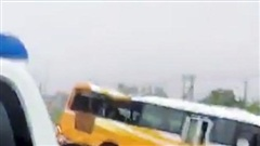 Nghệ An: Xe khách tông dải phân cách, 4 người thương vong