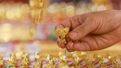 Giá vàng trong nước giảm lùi về sát mốc 56 triệu đồng/lượng