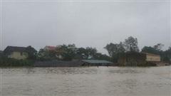 Nghệ An: Nhiều xóm đang bị cô lập, người dân thiếu nước uống, đồ ăn