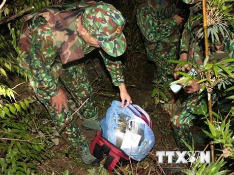 Nghệ An: Truy bắt nhóm đối tượng bỏ lại 30 bánh heroin rồi bỏ trốn