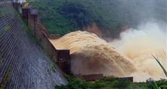 Thủy điện Đăk Mi 4 xả lũ, hạ du thiệt hại nặng