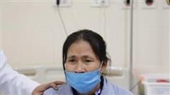Xót xa vợ chồng già nhường nhau chữa bệnh ung thư