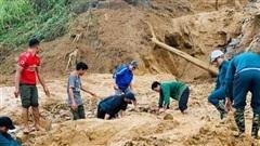 Vụ sạt lở ở Phước Sơn: Chốt phương án băng rừng cõng hàng tiếp tế vào khu vực bị cô lập