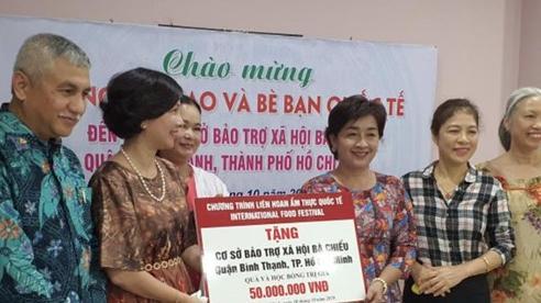 Đoàn đại biểu Bộ Ngoại giao thăm, tặng quà cơ sở bảo trợ xã hội Mái ấm Bà Chiểu