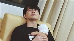 Đông Nhi chia sẻ hình ảnh ngọt ngào của bố con Ông Cao Thắng: 'Đáng yêu nhất trần đời'!