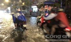 Sài Gòn ngập nặng sau cơn mưa lớn