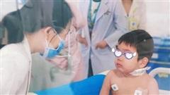 Bé trai mắc hội chứng thực bào máu hiếm gặp được cứu sống ngoạn mục