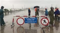 Hà Tĩnh: Quốc lộ 1A qua huyện Nghi Xuân ngập sâu, cấm phương tiện giao thông qua lại