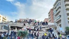 Xót xa khung cảnh hoang tàn ở tỉnh Izmir sau trận động đất rung chuyển Thổ Nhĩ Kỳ