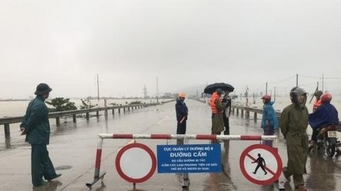 Quốc lộ 1A qua Hà Tĩnh ngập sâu 1m, cấm mọi phương tiện