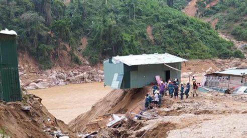 Bằng mọi cách đưa lương thực vào vùng cô lập ở Phước Sơn trong ngày 1/11