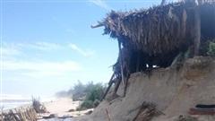 Huế: Bờ biển xói lở hàng chục km, đường giao thông hư hỏng nặng sau bão số 9