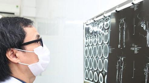 Trẻ 8 tuổi đã phình mạch máu não khổng lồ