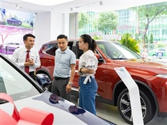 Thị trường ôtô 'nóng' trước khi hết giảm phí trước bạ dịp cuối năm