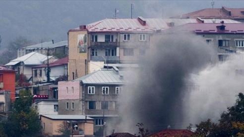 Xung đột Armenia-Azerbaijan: Pháo kích dữ dội ở thủ phủ Nagorno-Karabahk, gấp rút sơ tán dân thường