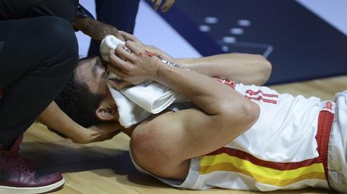 Máu đổ tại VBA Arena, cầu thủ liên tục nằm sân trong ngày Saigon Heat 'huỷ diệt' Cantho Catfish