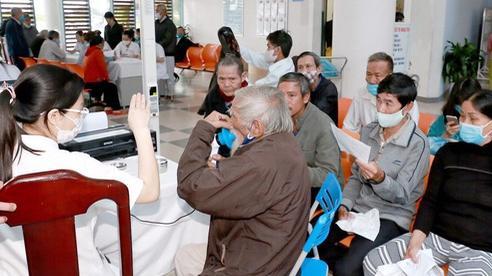 Khám tầm soát hen phế quản và bệnh phổi tắc nghẽn mãn tính cho người dân các tỉnh miền Trung