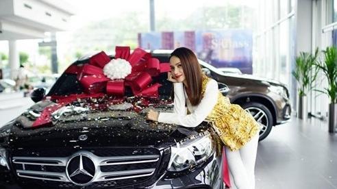 Loạt xe sang tiền tỷ của Hoa hậu Hương Giang