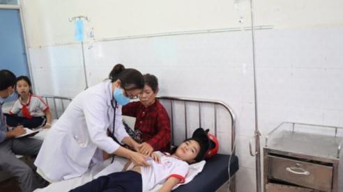 Bình Phước: Gần 30 học sinh Tiểu học nhập viện do nghi ngộ độc thực phẩm