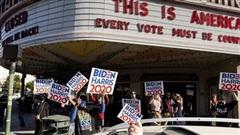 Người ủng hộ Joe Biden đổ xô xuống đường ăn mừng chiến thắng