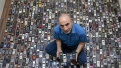 Người đàn ông dành 20 năm sưu tập hàng nghìn chiếc điện thoại cổ