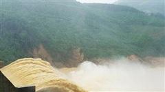Lũ lụt, sạt lở ở miền Trung: Lỗi không phải tại...  ông Trời!