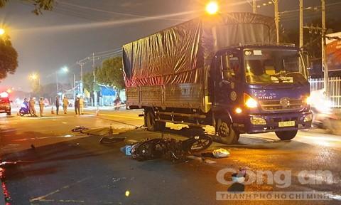 Bé gái 14 tuổi chạy xe máy tông đuôi xe tải tử vong thương tâm