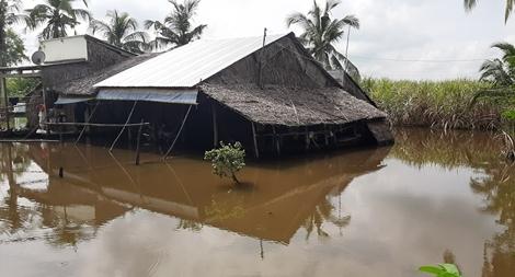 Nước ngập cả tháng… người dân khốn đốn